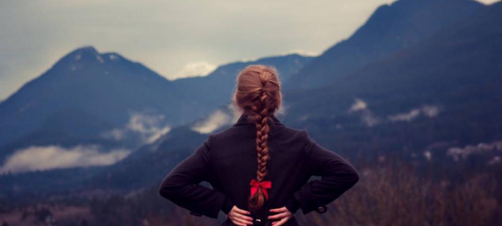 Frau auf Berg