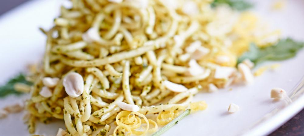 Spaghetti mit Zitronen-Erdnuss-Pesto