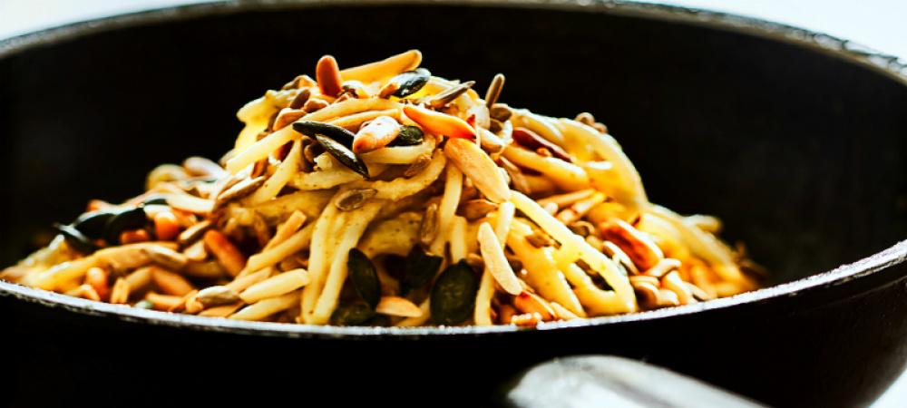 spaghetti-mit-zucchini-und-mandelmus