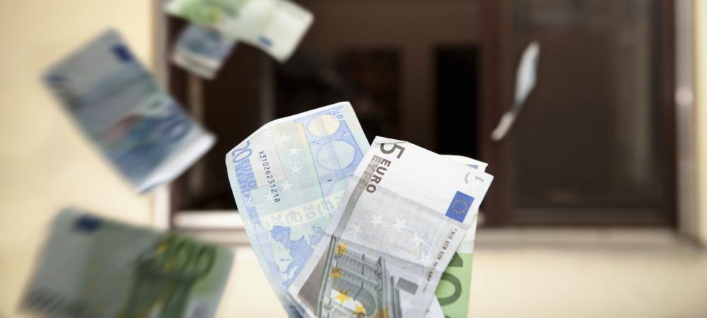 Geld zum Fenster rauswerfen