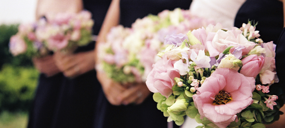 Hochzeitspaare mit Blumen