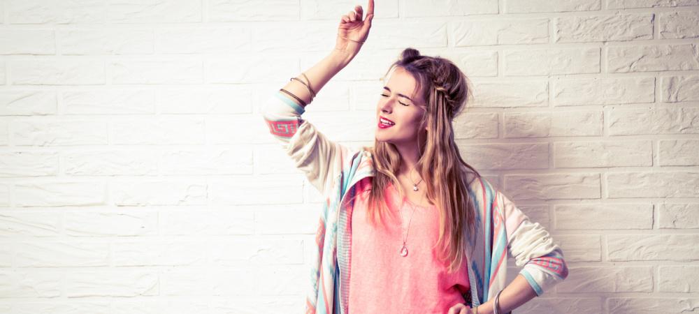 Glück beeinflussen – Frau tanzt