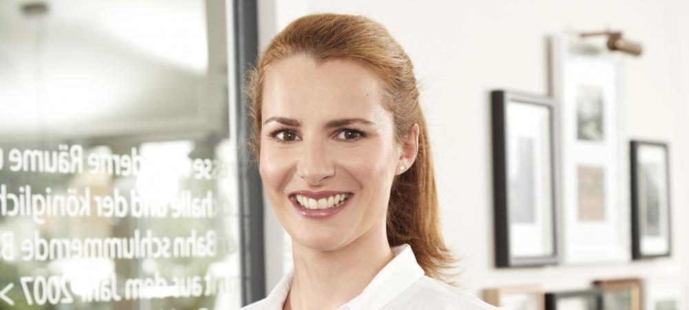 Nadine Dörfler von htc im Interview mit Emotion