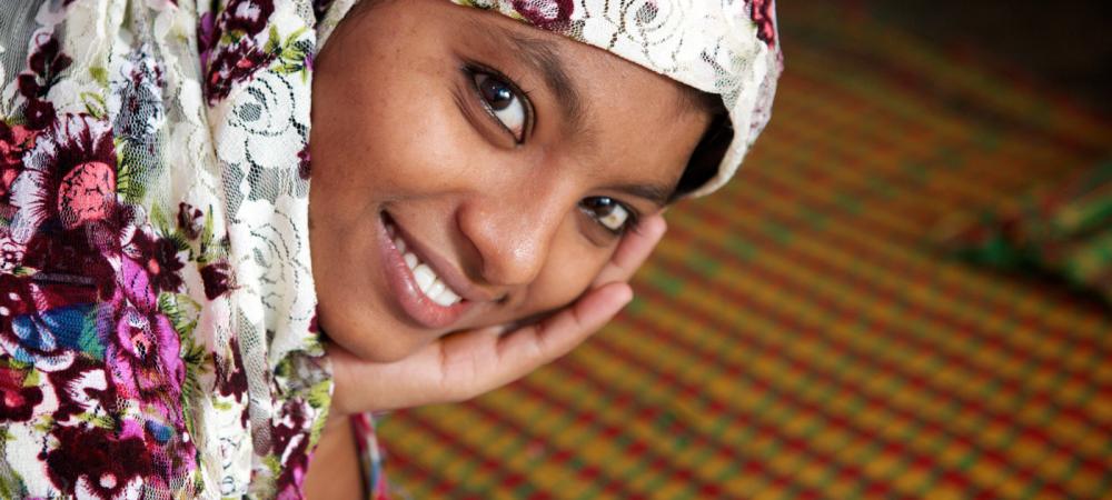 Amina mit Kopftuch