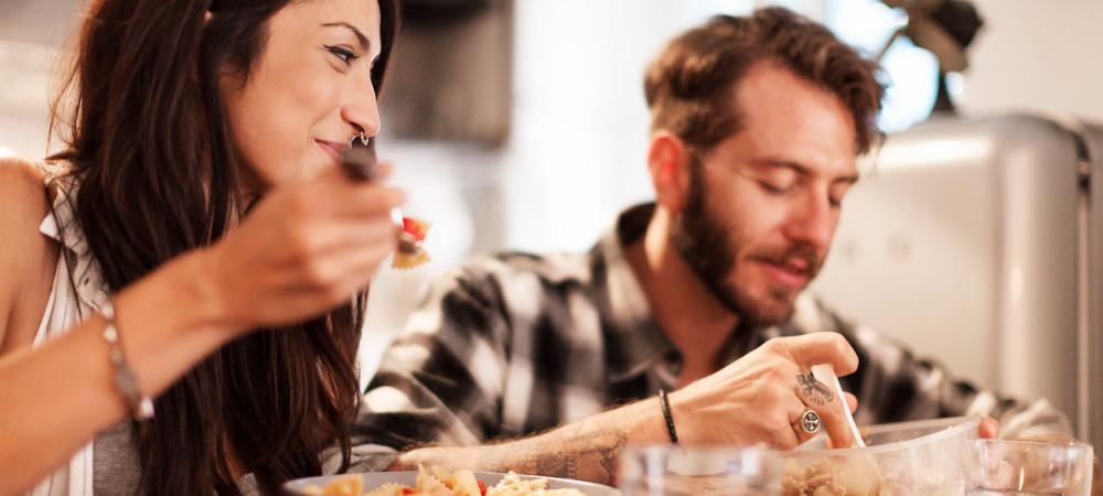 Rezepte zum Verlieben: Pärchen kochen zusammen