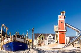 Abenteuerspielplatz des StrandResorts