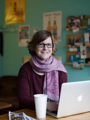 """Silke Szymura bloggt nicht nur, sie hat auch das Buch """"Zwischen den Welten"""" geschrieben"""