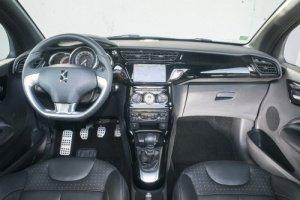 Cockpit des DS3 Cabrios