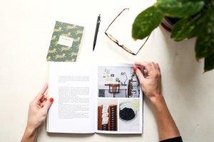EMOTION Blog Buch Brille