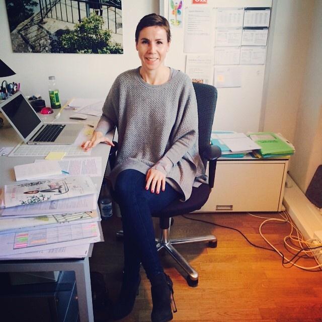 Anke Rippert im Büro