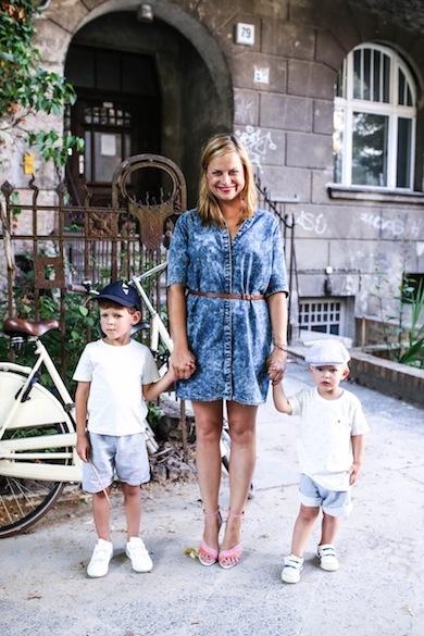 Isa Grütering und ihre beiden Söhne