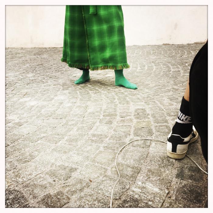 Fotografin Sevda Albers fotografiert Lena im letzten Outfit
