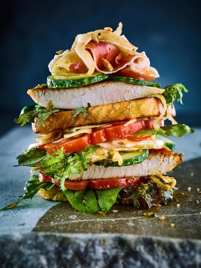 Putensandwiches mit Schinken und Bauernei