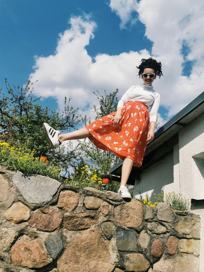 Edith Löhle auf Mauer
