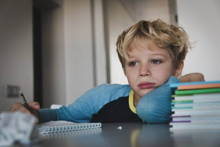 Kinder im Schulstress: Burnout im Kinderzimmer