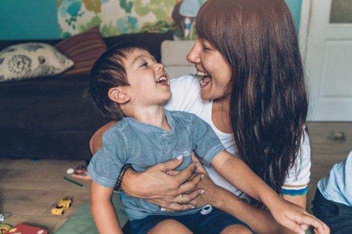 Pflegekind aufnehmen: Wie Pflegeeltern und Jugendamt gemeinsam vorgehen