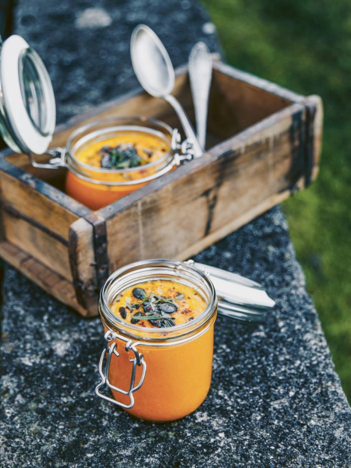 Spicy Kürbissuppe mit Birne und Knoblauch