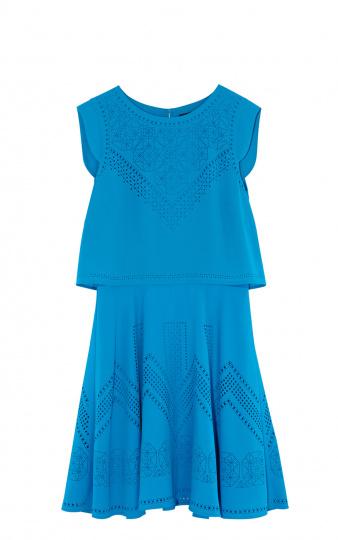 kurzes blaues Kleid mit Ärmeln