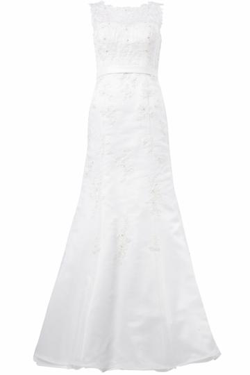 Langes Brautkleid hochgeschlossen