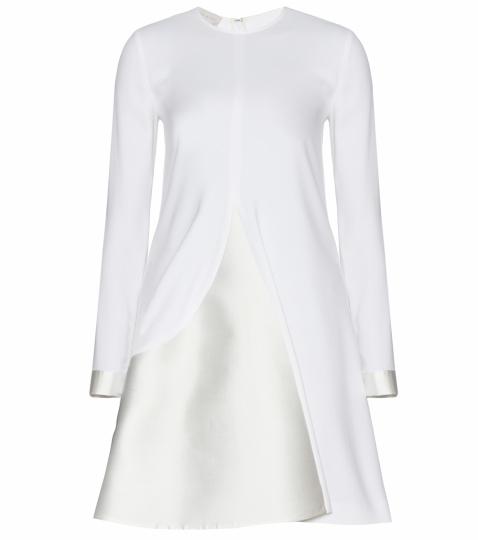 kurzes Brautkleid mit langen Ärmeln
