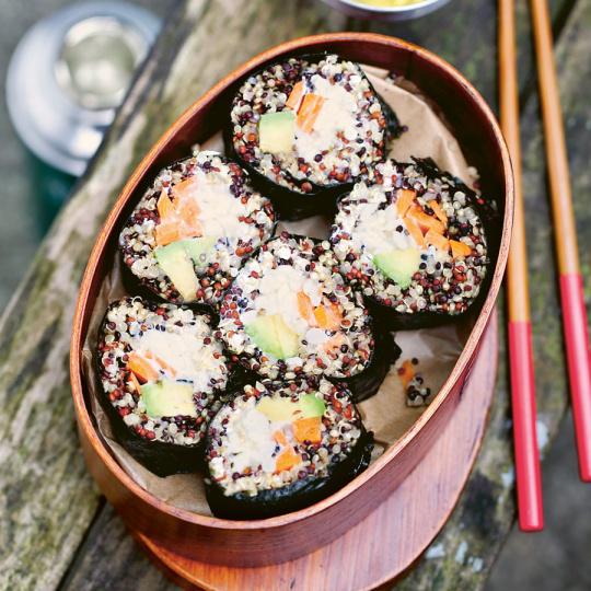 Sushi mit Quinoa und Avocado