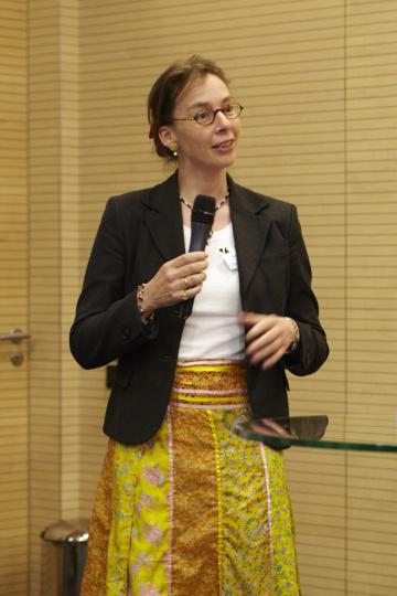 Dr. Victoria Ossadnik