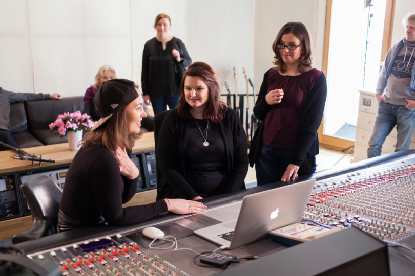 Frauen im Tonstudio