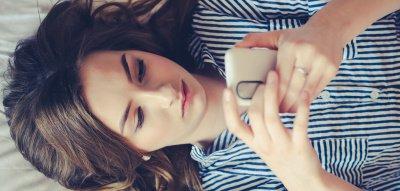 Blue Light – lassen Smartphones und Co unsere Haut knittern?