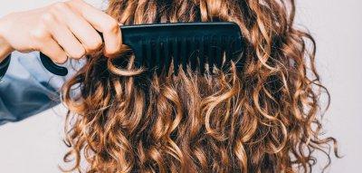 Friseurbesuch hinauszögern: Mit diesen Tricks klappt es!