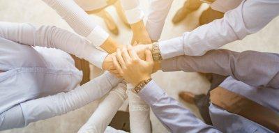 Teamarbeit Hände zusammen