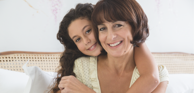 Selbstbewusst erziehen: Mutter und Tochter im Gespräch