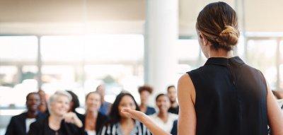 Stimmtraining: Tipps für selbstsicheres Auftreten im Job