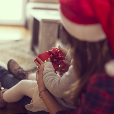 Streit an Weihnachten: Familie unterm Tannenbaum