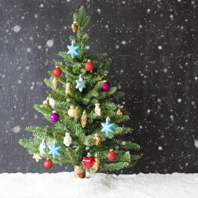 Weihnachtsdeko 2018: geschmückter Tannenbaum
