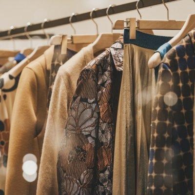 Kleiderschrank ordnen: Tipps