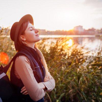 Mindset verändern: Frau am See